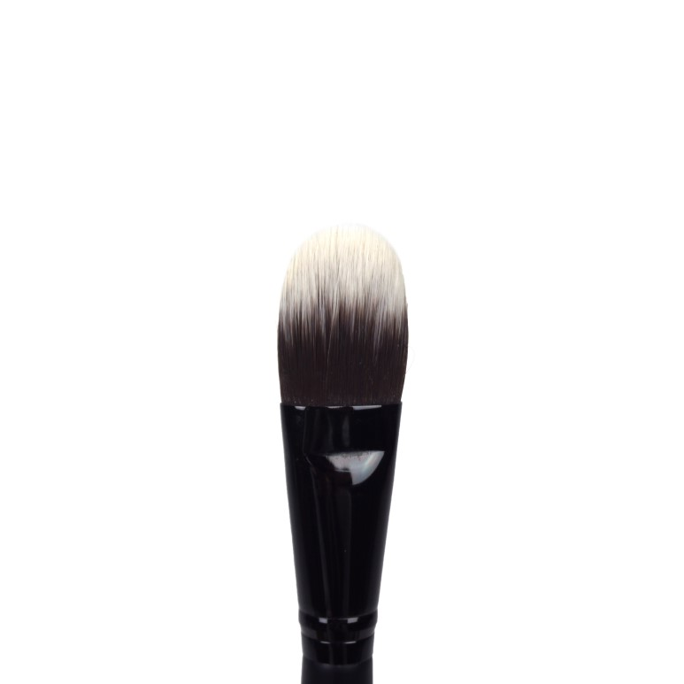 Clio Pro Play Brush Foundation review